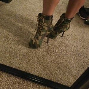 Camouflage tall, heeled bootie